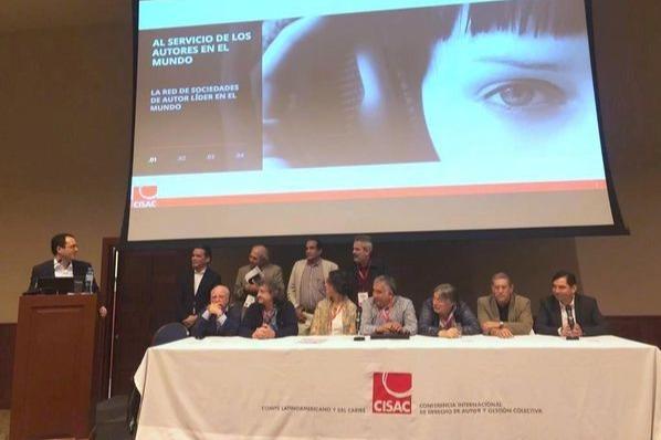 El Director General de la CISAC da las gracias al Comit? Ejecutivo del CLC saliente y da la bienvenida al nuevo Comit? Ejecutivo elegido en Lima. Foto ?: CISAC